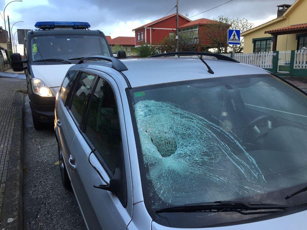 Atropello grave en Carral.Un accidente múltiple obliga a cortar la A-64 en sentido Oviedo