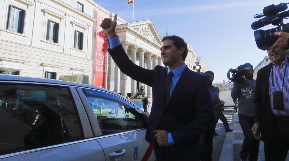 Felipe VI inicia, con Patxi López, una nueva ronda de consultas.La pita bablista, a las puertas de la Junta General.