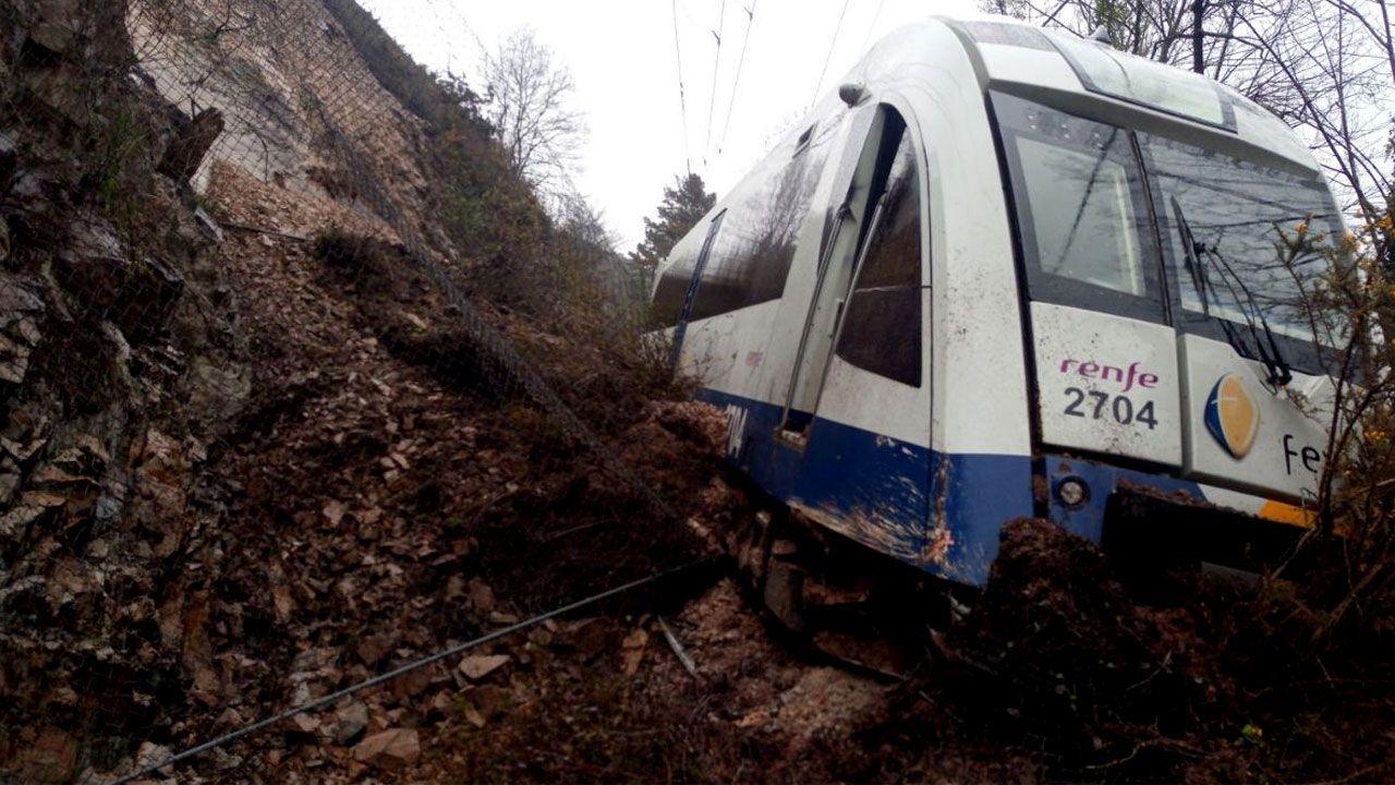 Tren de Cercanías descarrilado entre Toraño y Arriondas