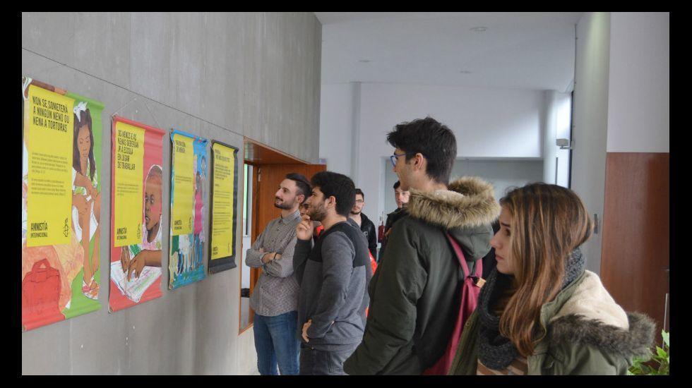 El presidente de Amnistía Internacional Asturias, Ignacio Bernardo, junto a los alcaldes de Oviedo, Avilés y Llanera, Wenceslao López, Marivía Monteserín y Gerardo Sanz.Concentración de refugiados