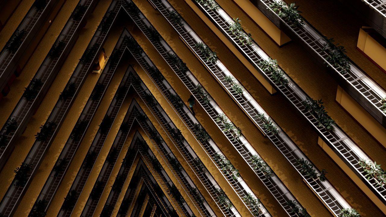 Los pasillos de un espectacular hotel de Singapur.