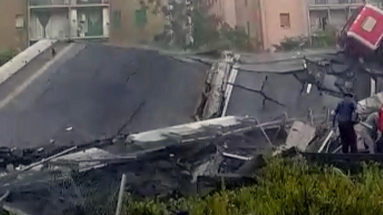 Los testigos aseguran que varios coches cayeron al vacío
