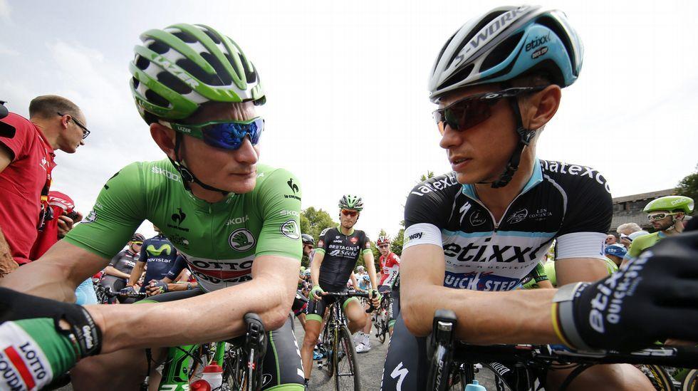 Greipel junto a Martin antes del inicio de la etapa