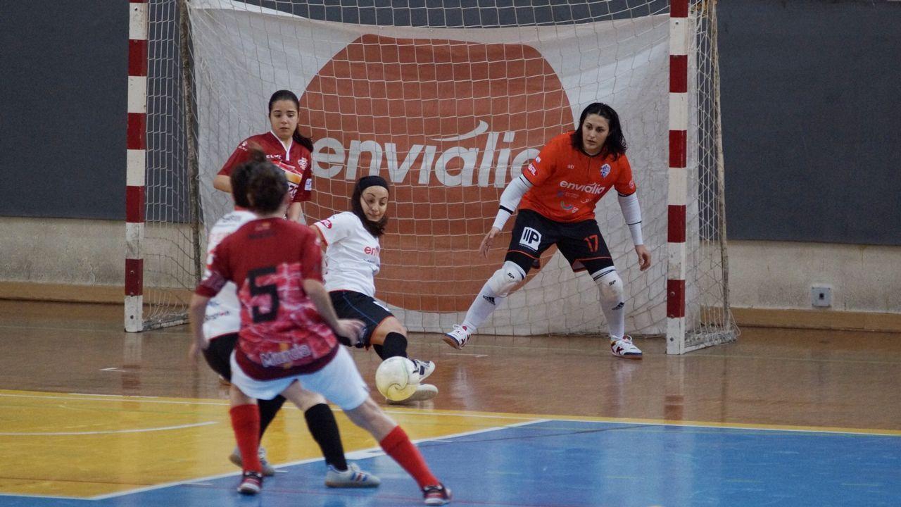 Partido de Tercera División entre el Boiro y el Ourense CF