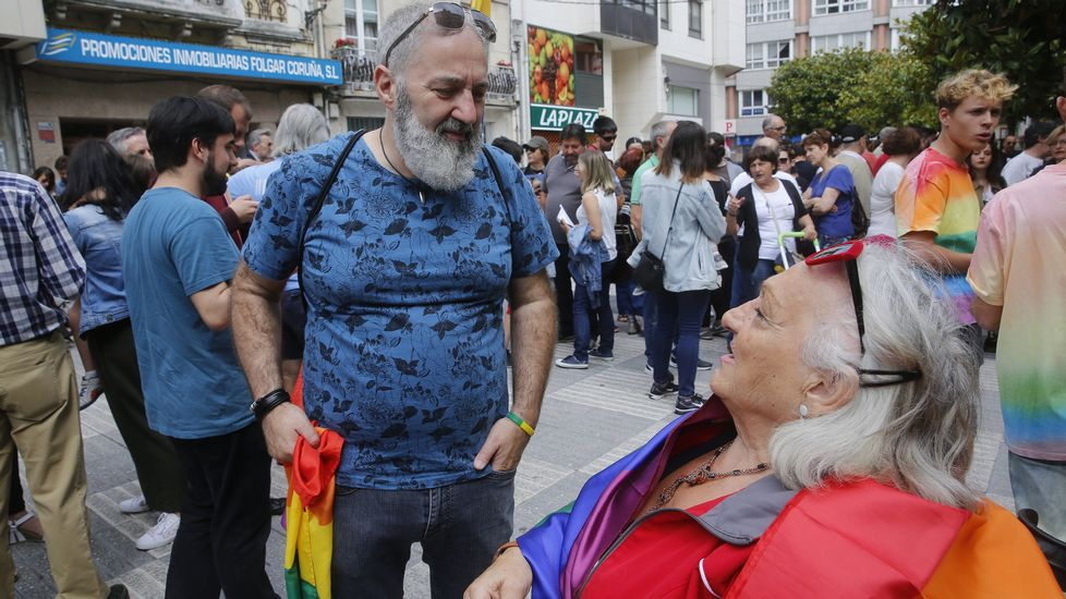 Rodaje en A Coruña de  La sombra de la Ley .PLAZA DE SAN ROQUE, SADA CONCENTRACION CONTRA HOMOFOBIA