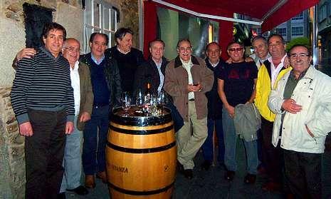 La carballesa peña Bardanca, fundada hace ya 33 años, se reúne, como mínimo una vez al año.
