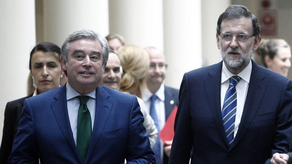 El rey recibe al presidente del Senado, Pío García-Escudero, para ser informado de la constitución de la Cámara Alta