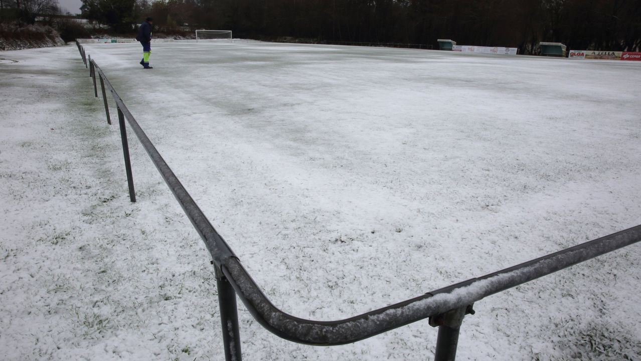 Nieve en el campo de fútbol de A Silva, Cerceda.