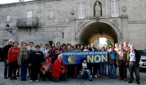 Los mejores parques infantiles de Galicia.Vecinos afectados se reunieron en Sobrado dos Monxes.