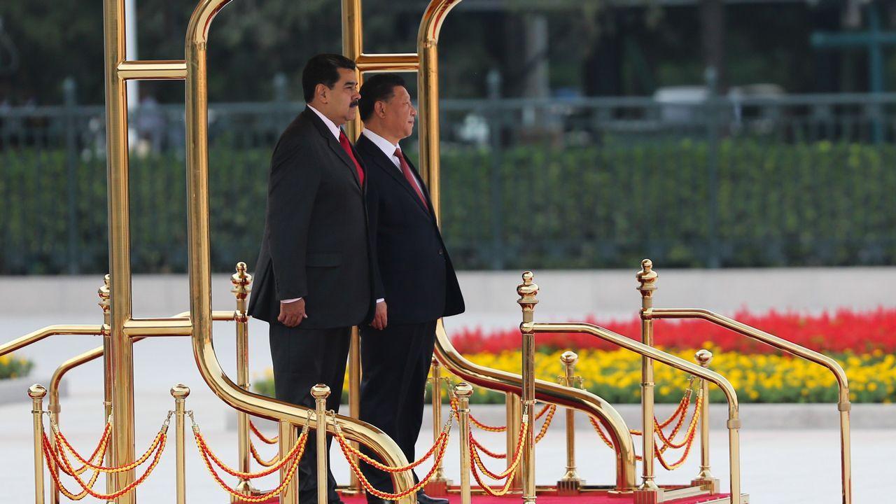 Carril de tren de Arcelor, en Veriña.Nicolás Maduro con el presidente chino, Xi Jinping