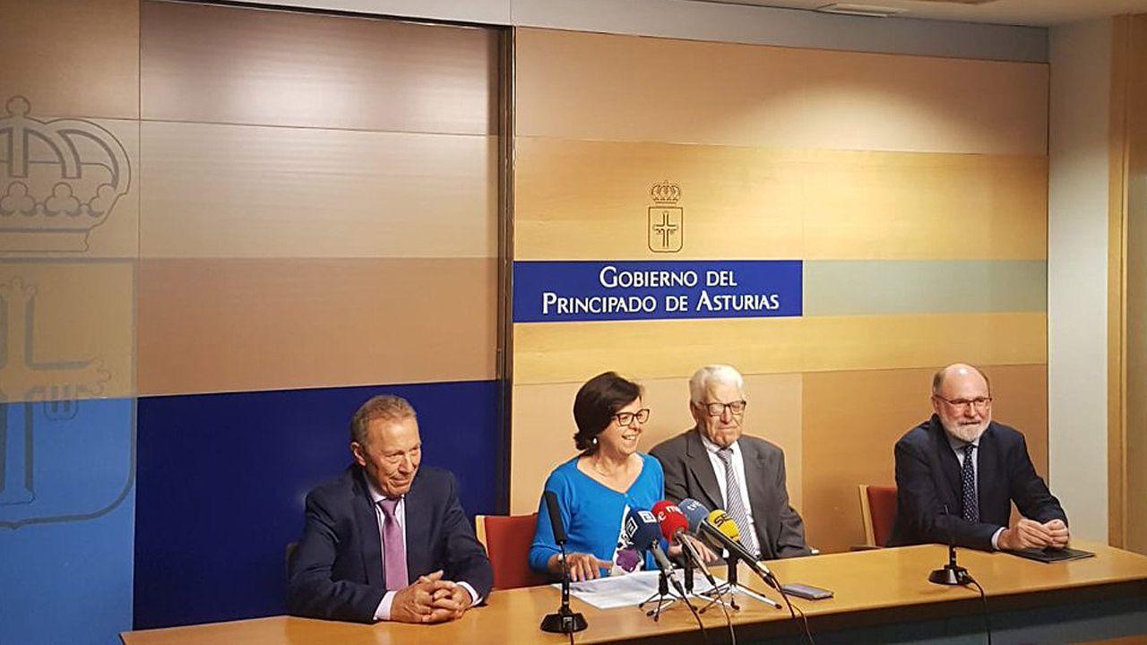 .La consejera de Desarrollo Rural, María Jesús Álvarez, preside la firma del acuerdo de fusión de las cooperativas agrarias de Asturias, con César Rodríguez y Arturo Gancedo