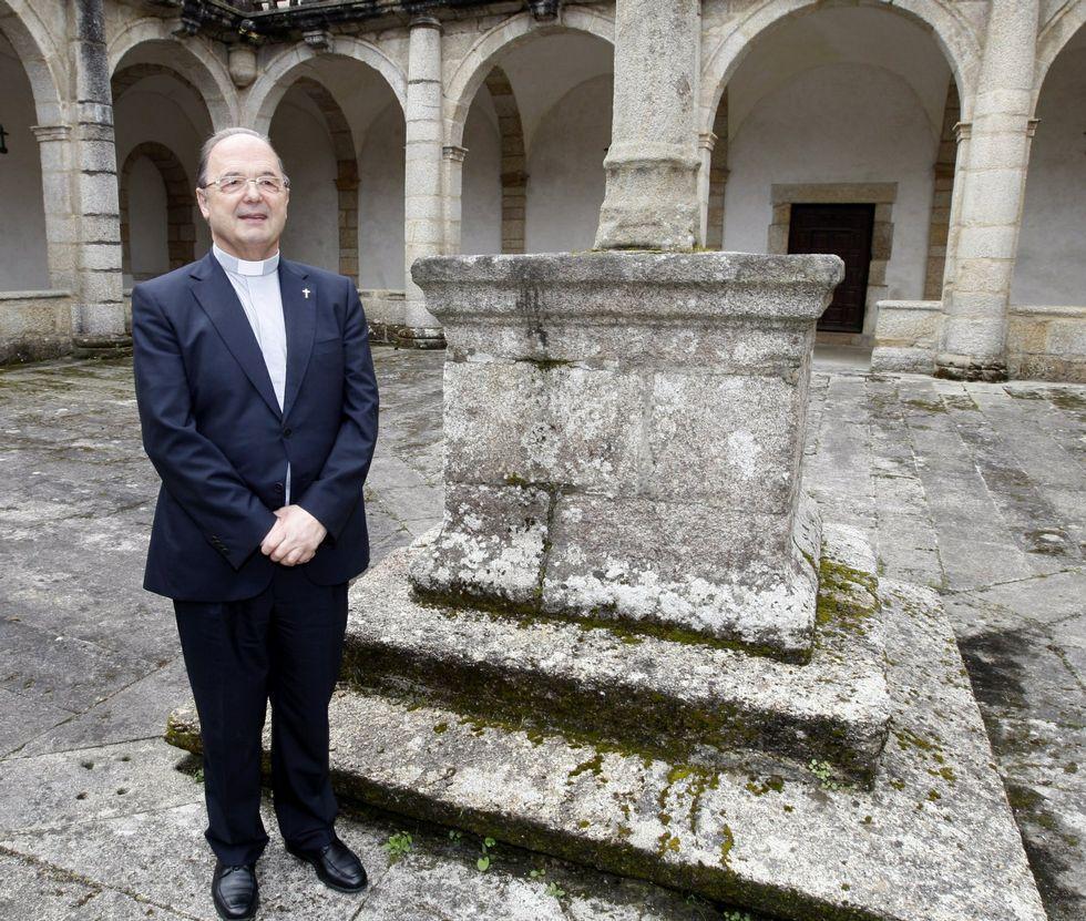 .Rodríguez Basanta, no claustro da catedral mindoniense o día que o nomearon administrador.