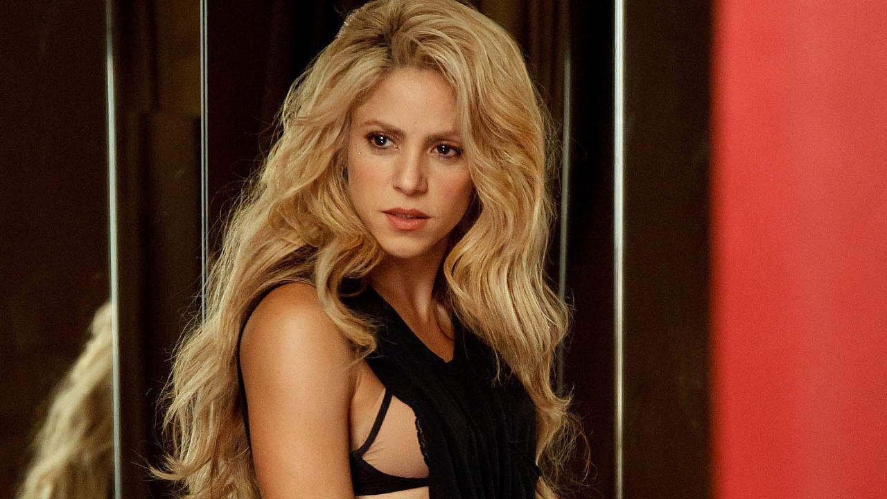 Shakira evita a la prensa para no hablar de Piqué.Shakira, con sus hijos, en una imagen de archivo