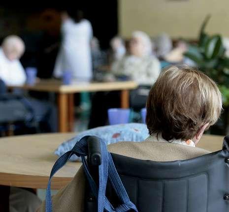 El PSOE anima a participar en la huelga.<span lang= es-es >Paralizados dos desahucios</span>. Ayer la presión ciudadana logró paralizar dos desalojos, el de una mujer con una discapacidad del 65% en Málaga (en la imagen), y otro en Torrevieja (Alicante), en el que una anciana de 80 años y su hijo iban a perder su casa.