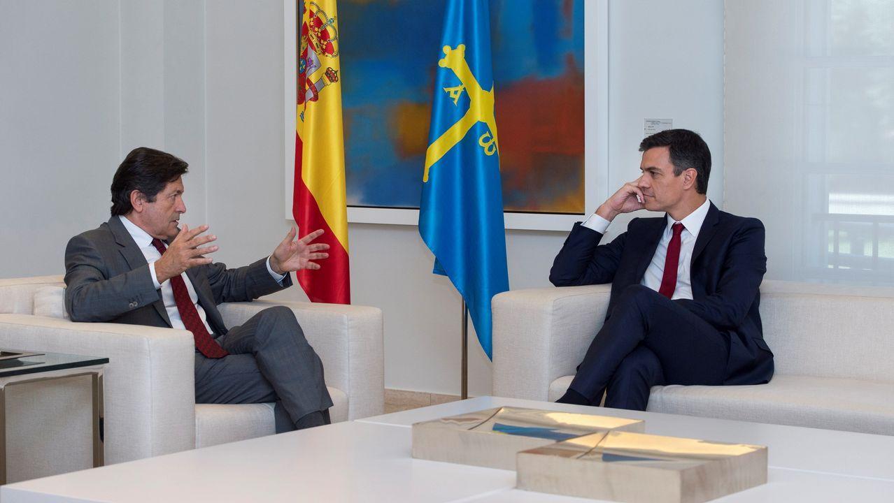 Enfermera escolar.El presidente del gobierno Pedro Sánchez, durante su reunión con reúne con el Presidente del principado Asturias, Javier Fernández, esta mañana en el Palacio de La Moncloa