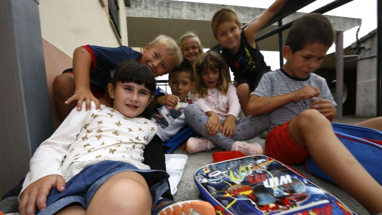 Acto en Barreiros para reclamar pediatría ensu centro de salud