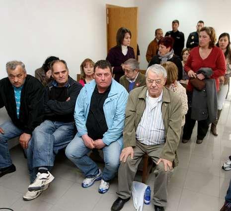 Parte de los acusados, el día del juicio en la sala de vistas.