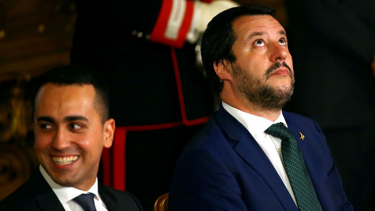 La fotógrafa Laura van Severen inmortaliza el vertedero de Serín.Matteo Salvini, a la derecha, junto a su compañero de gabinete Luigi di Maio, del Movimiento 5M