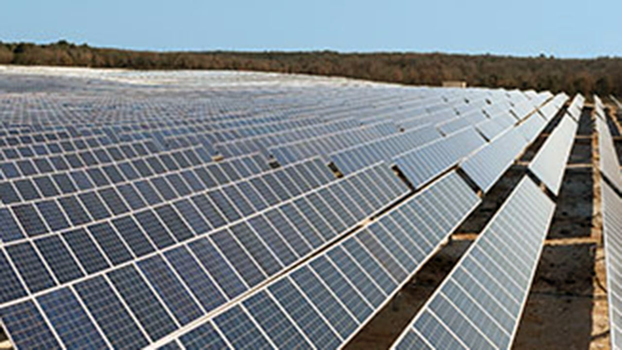 .Granja de paneles solares