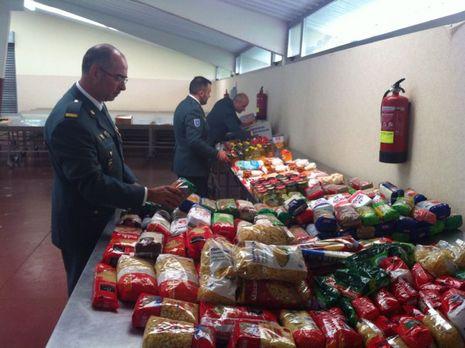 La Guardia Civil de Curtis logró reunir dos toneladas de alimentos para los más necesitados