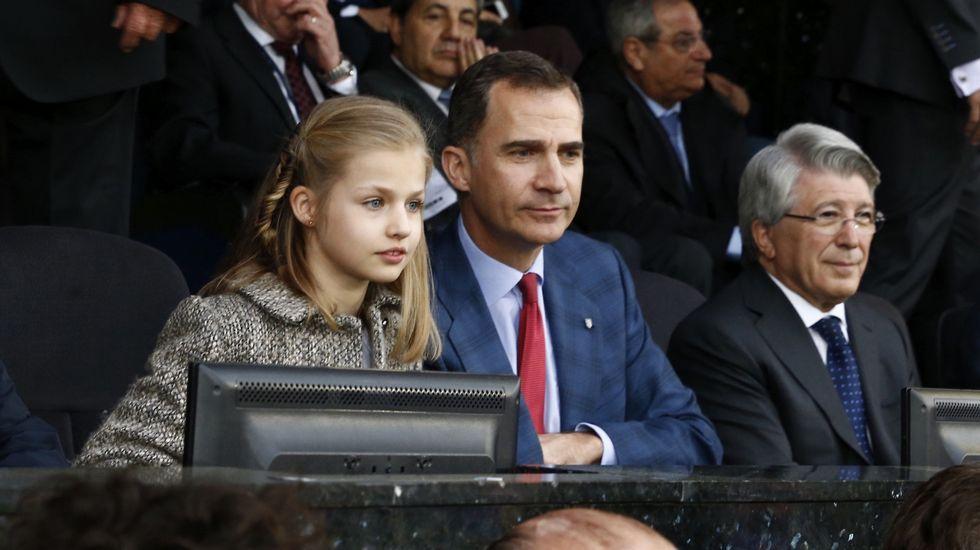 .En abril acudió junto a su padre, el rey Felipe VI a su primer partido de fútbol en el estadio, concretamente al Vicente Calderón, del que su padre es seguidor.