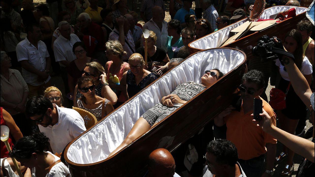 Santa Marta de Ribarteme vive su procesión más multitudinaria