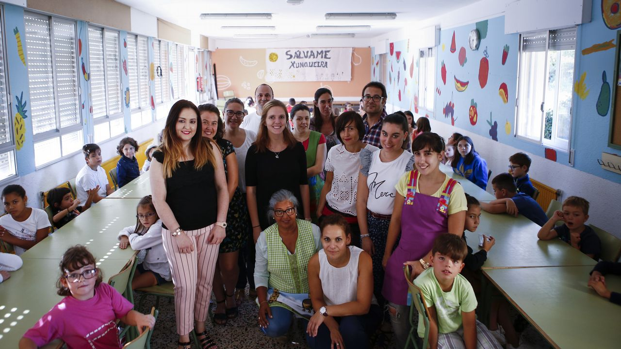 Niños y profes vuelven al cole en Xunqueira.