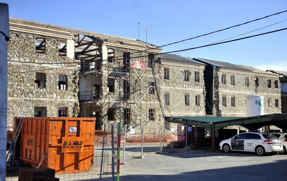La Ciudad de la Cultura, un complejo cubierto de obras.Imagen actual de los tres bloques en proceso de rehabilitación en el cuartel de la Benemérita.