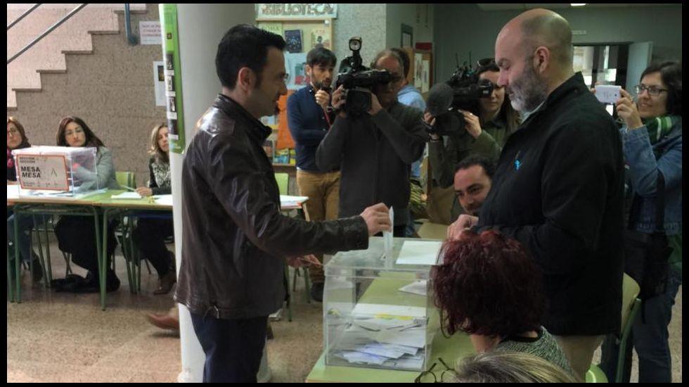 Votación en Santiago de Javier Sánchez-Agustino, el candidato de Ciudadanos.