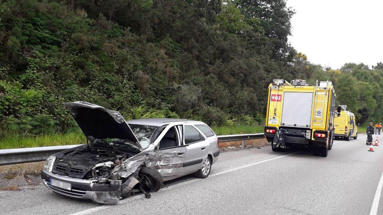 Muere atropellado al auxiliar en un accidente en La Coruña.Accidente en Castrillón