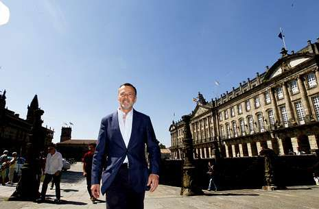 Fernández Latorre.El aún conselleiro presentó ayer su futuro gobierno local, que conformó en cuatro días.