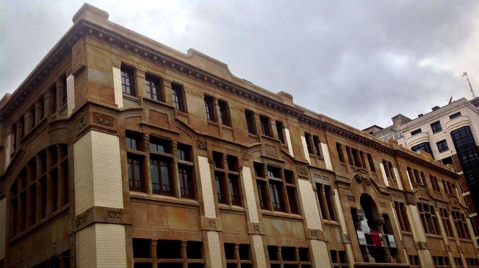 En el interior del nuevo edificio de Empresariales.Esquema de la futura propuesta de XsP para el Plan de Vías de Gijón