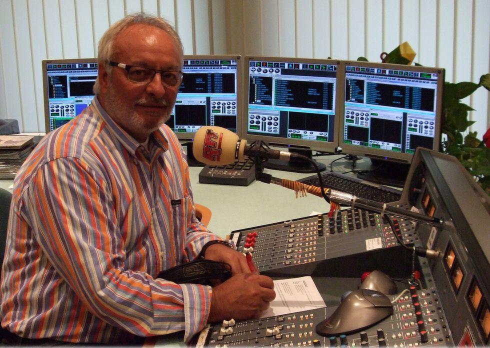 Emoción nas Festiletras cos Bos e Xenerosos: ¡Mira as imaxes!.<span lang= gl >Manuel Valdés leva máis de 35 anos facendo radio en galego en Cataluña. </span>