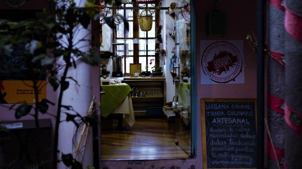 Relatos y Caminos: Capítulo 3.Patio de artesanos en la calle de La Ronda en Quito (Ecuador)