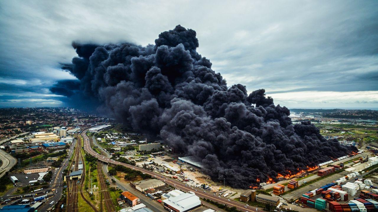 «Incendio en el almacén», otra de las instantáneas destacadas en la categoría urbana