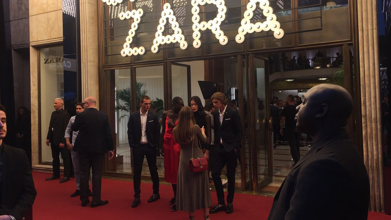 Marta Ortega con Beatriz Padin y Oscar Pérez Marcote