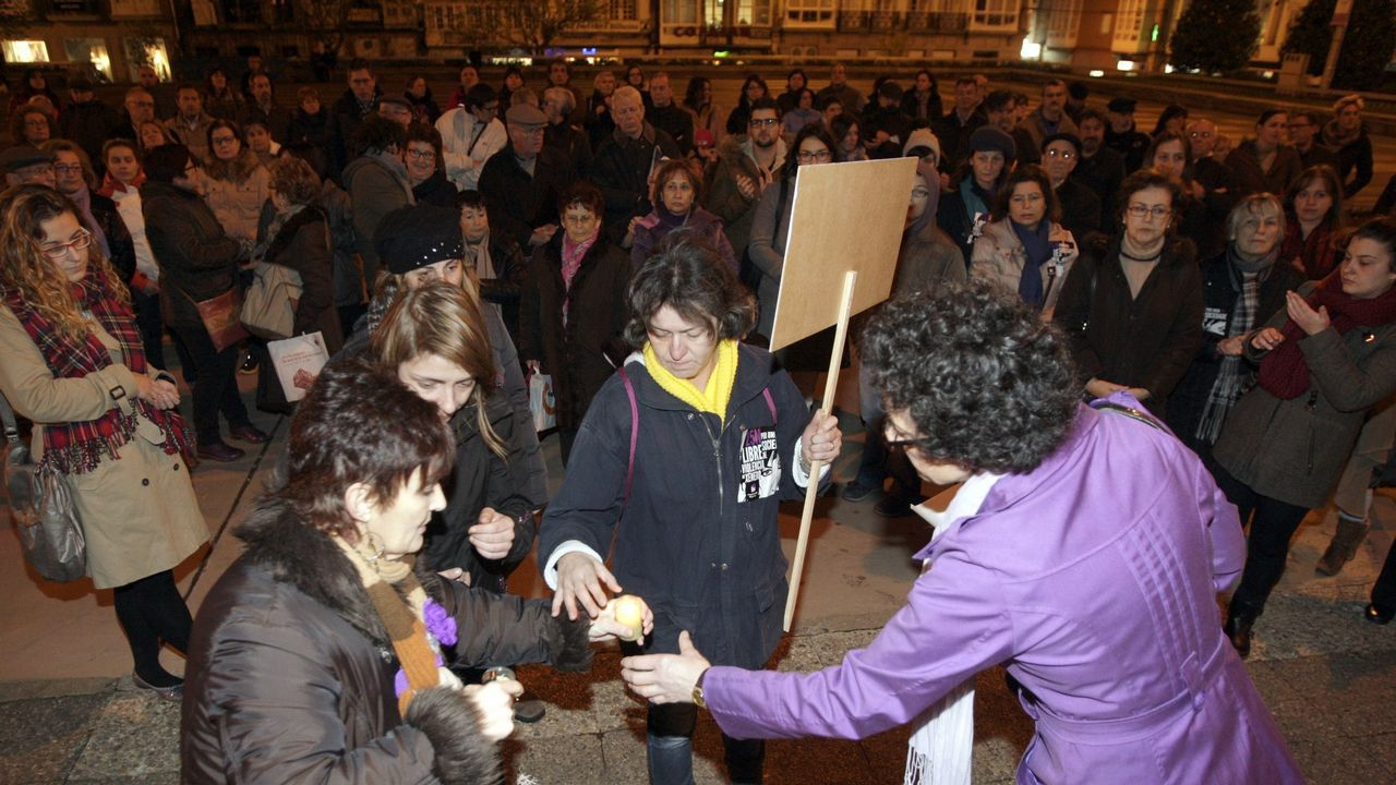 Feministas de toda Andalucía se concentran ante el parlamento andaluz.FERNANDO VILLAR | EFE