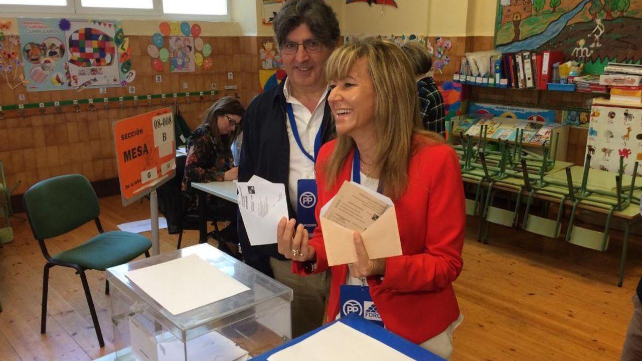 Paloma Gázquez votando para las elecciones generales