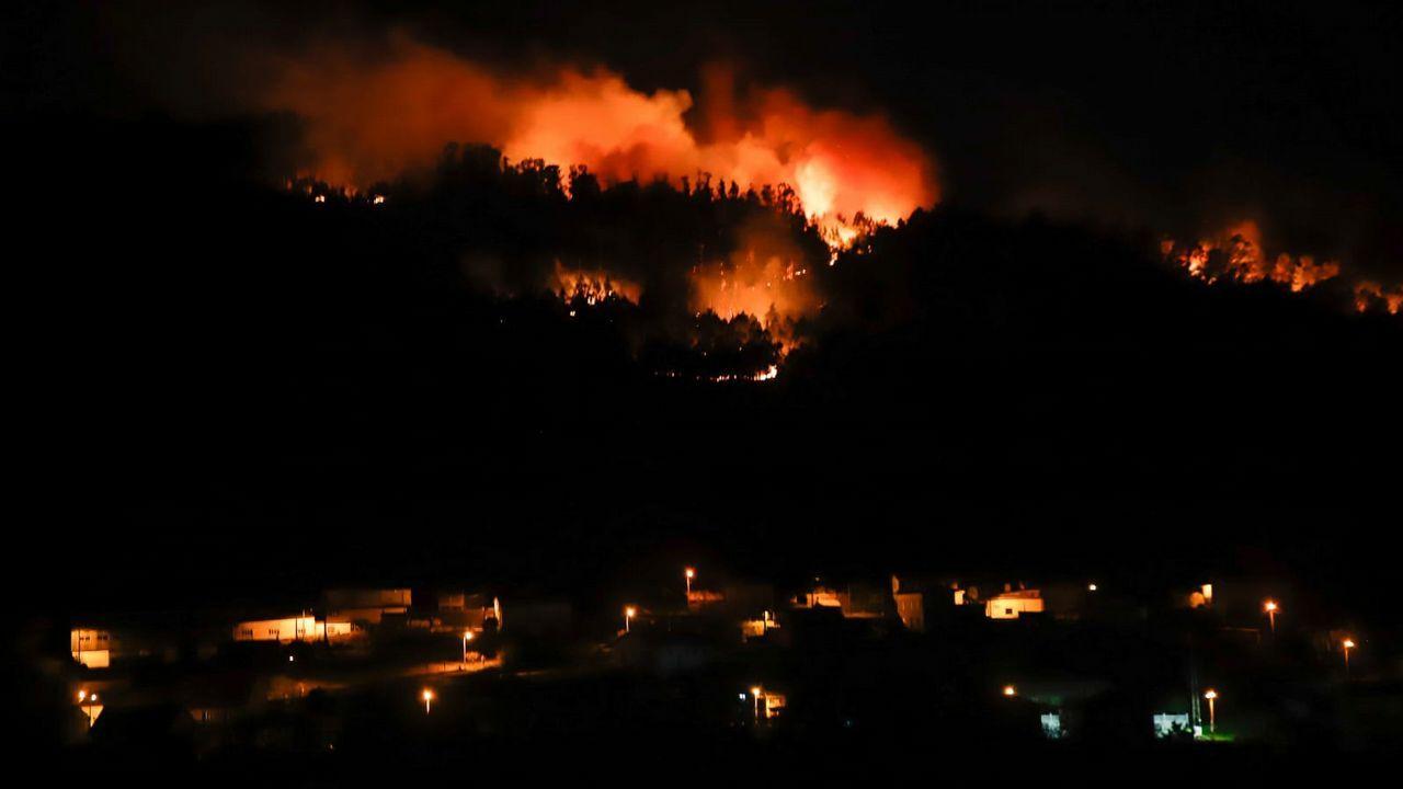 Además de en Rianxo, en las últimas horas se han desatado fuegos en Noia y Lousame
