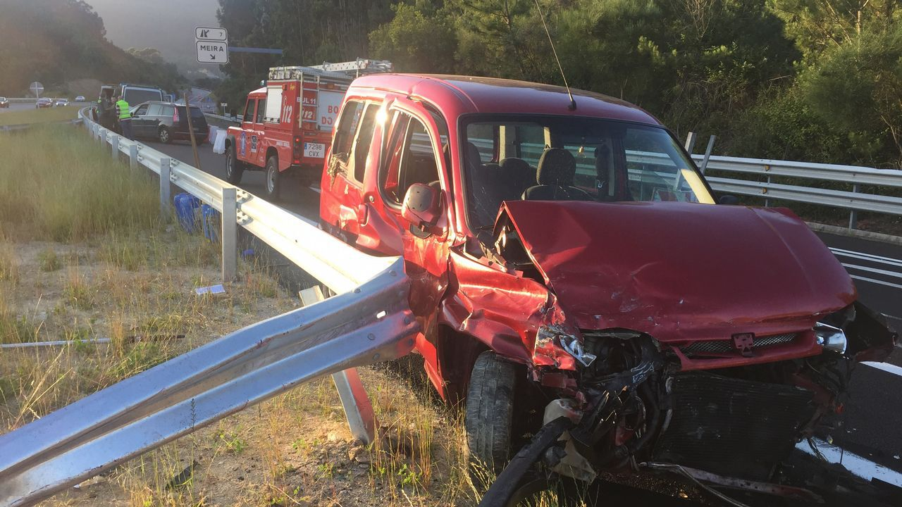 Un conductor suicida provoca un accidente en la autovía de O Morrazo.
