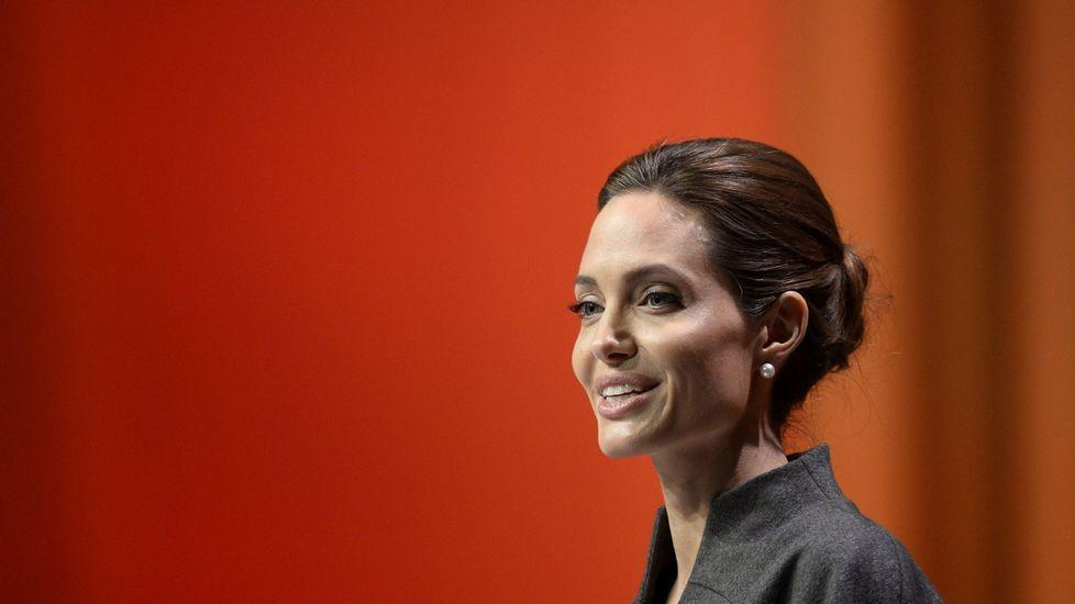 Los 40 años de Angelina Jolie.Venancio Chantada cerró ayer tarde el ciclo de «Charlas Saludables» en Afundación.