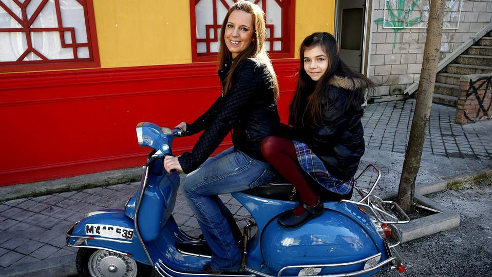 La actriz Paula Gallego jutno a su madre.