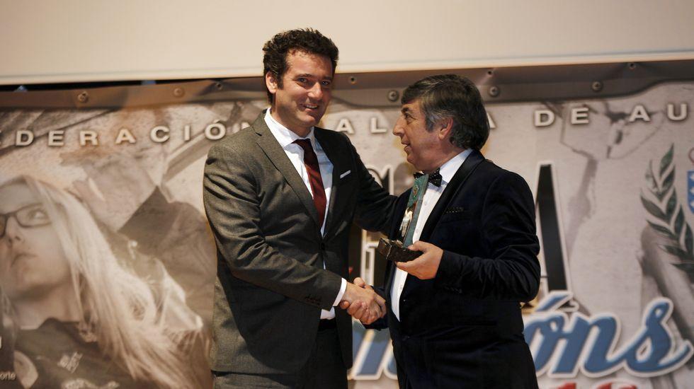 El jefe de deportes de La Voz Paulo Alonso y el presidente de la FGA Iván Corral