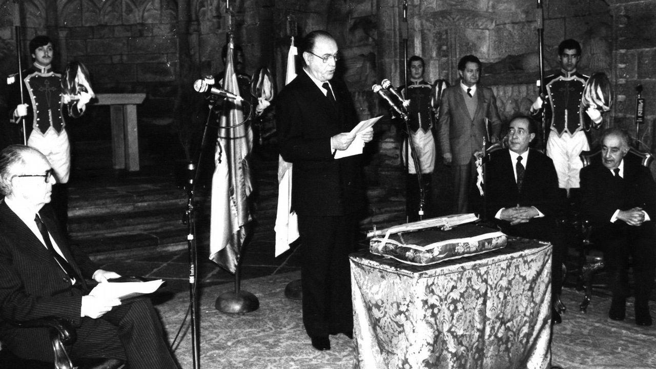 .Fernández Albor leyendo el discurso durante el acto de juramento del cargo como nuevo presidente de la Xunta de Galicia en 1982