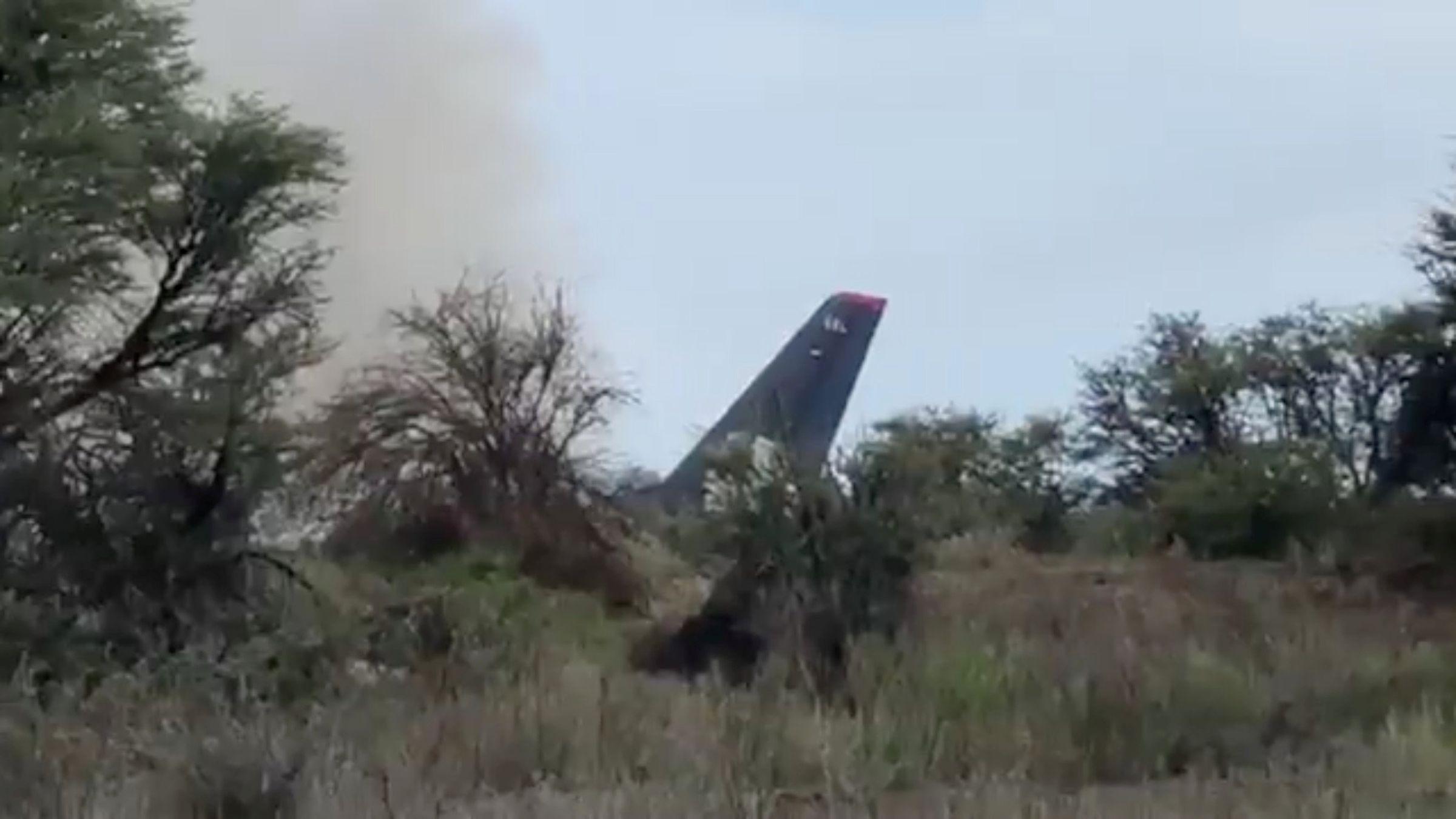 Un avión con 104 personas a bordo se estrella en México sin víctimas mortales
