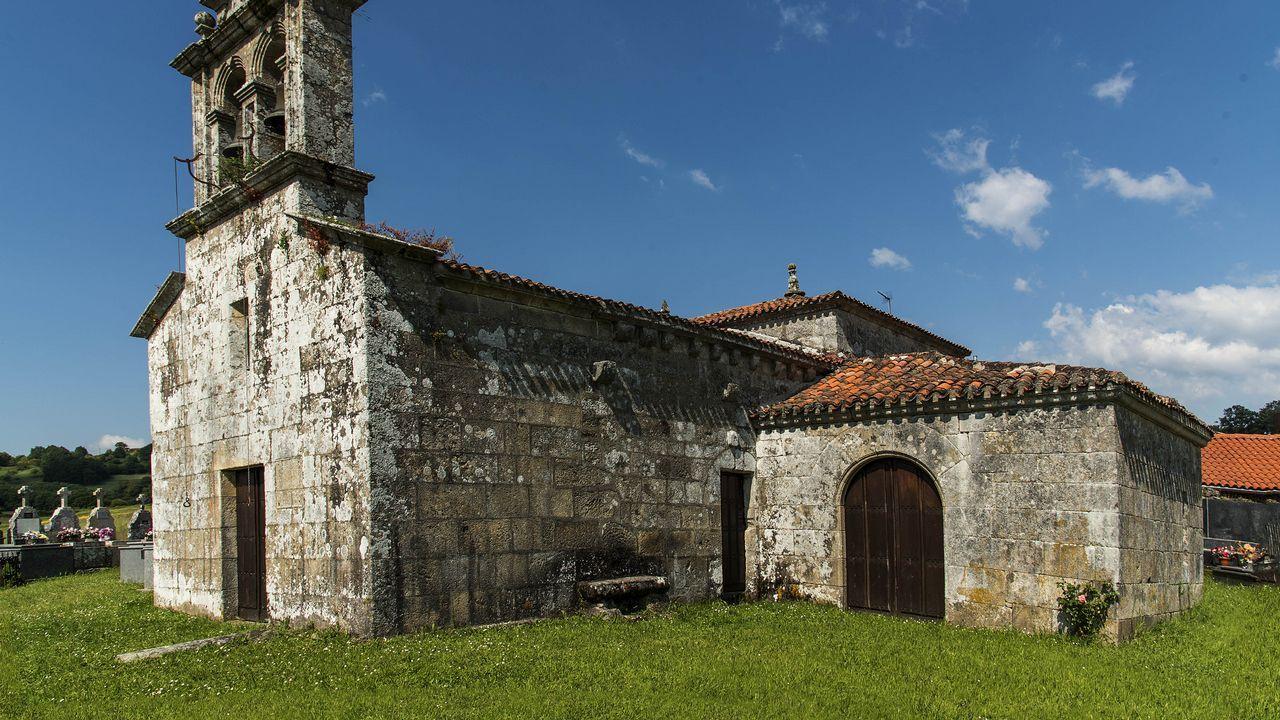 Iglesia de San Martiño, con la capilla adosada de Santa Catalina