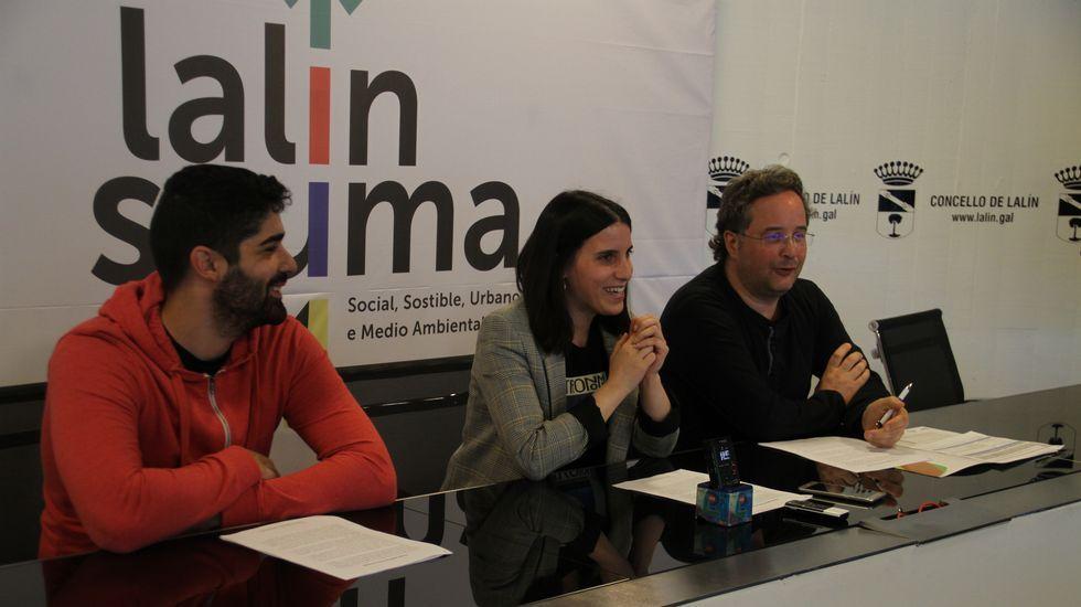 La portavoz del PSOE, Adriana Lasta, conversa con la ministra de Sanidad, Consumo y Bienestar Social, Carmen Montón