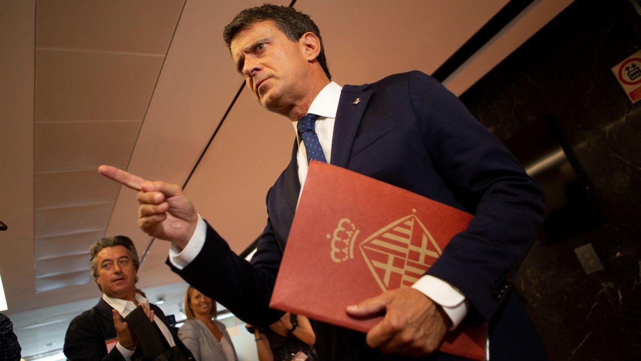 Manuel Valls,que seguirá como concejal, exigió a Colau que retire el lazo amarillo del consistorio