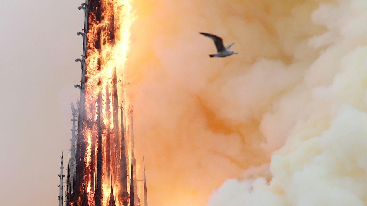 La estructura de Notre Dame permanece casi intacta y las dos torres se han salvado del fuego.La corona de espinas que habría portado Jesús de Nazaret en el momento de la crucifixión