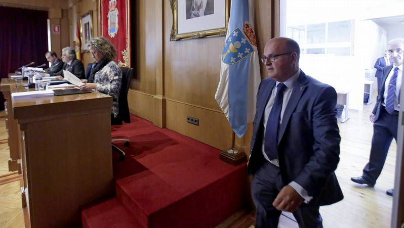 Feijoo y el presidente provincial del PP, Manuel Baltar, en primer término